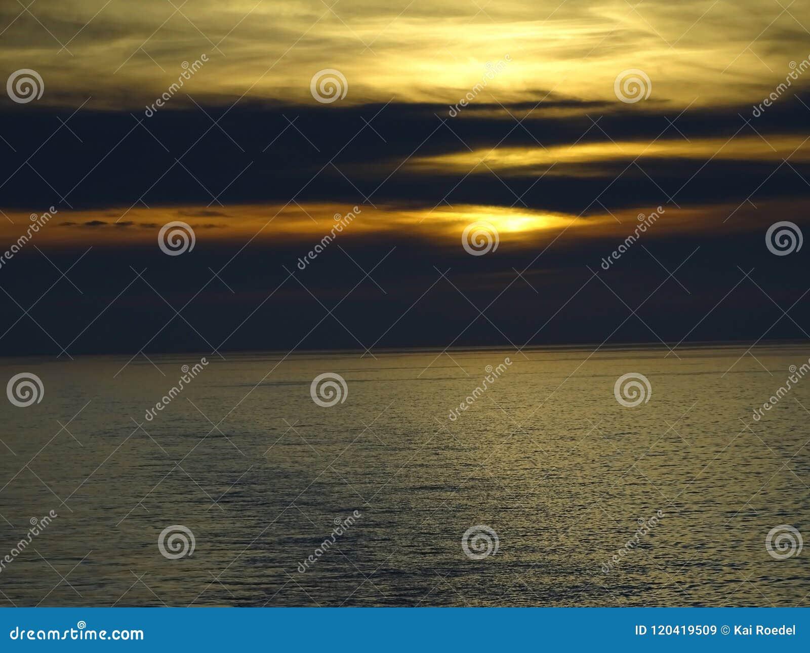 De zongootstenen in het overzees