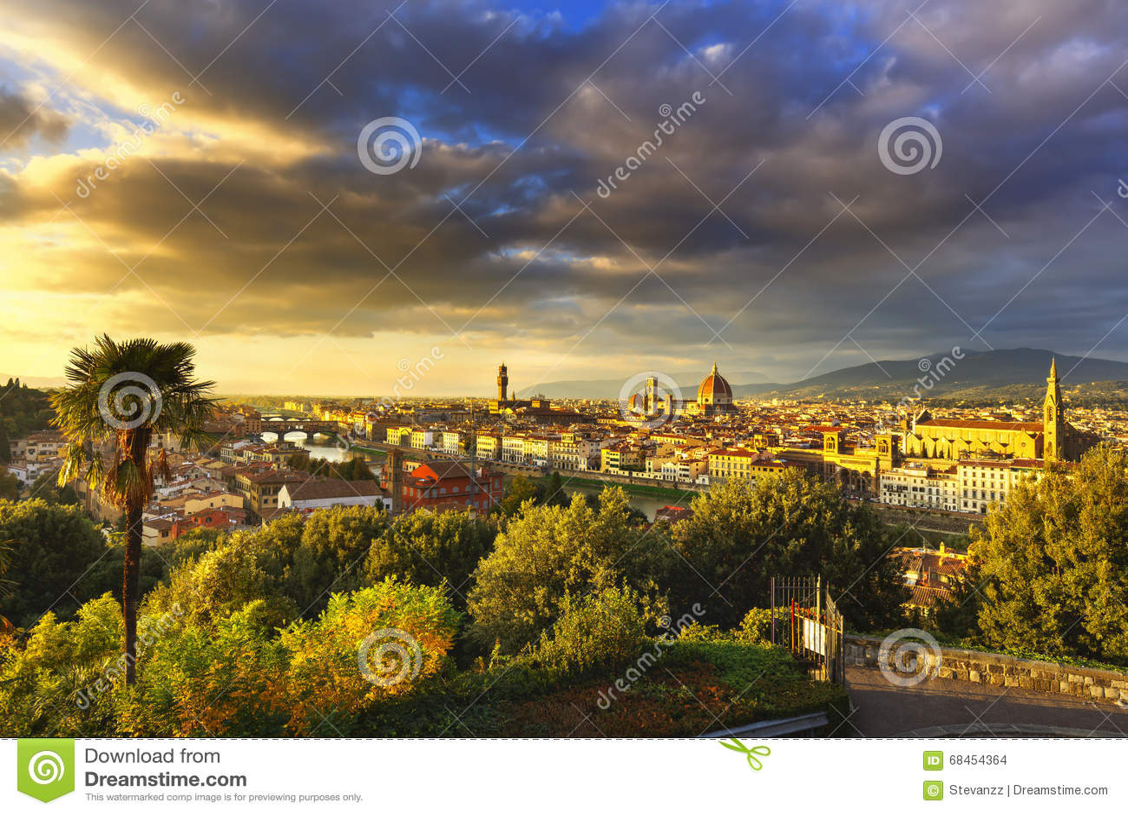 De zonsondergang luchtcityscape van Florence of van Florence Toscanië, Italië