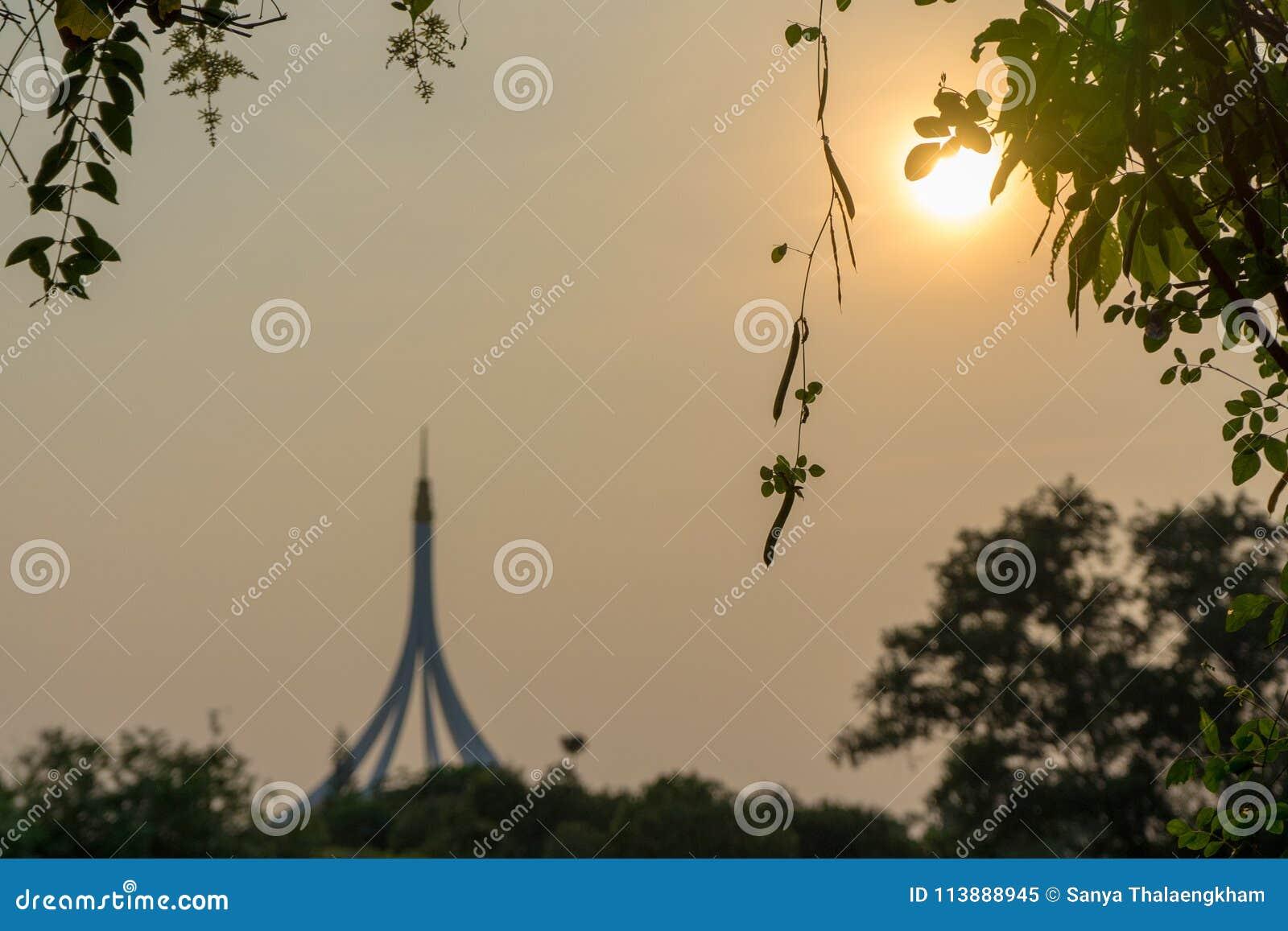 De zonsondergang steekt vandaag aan