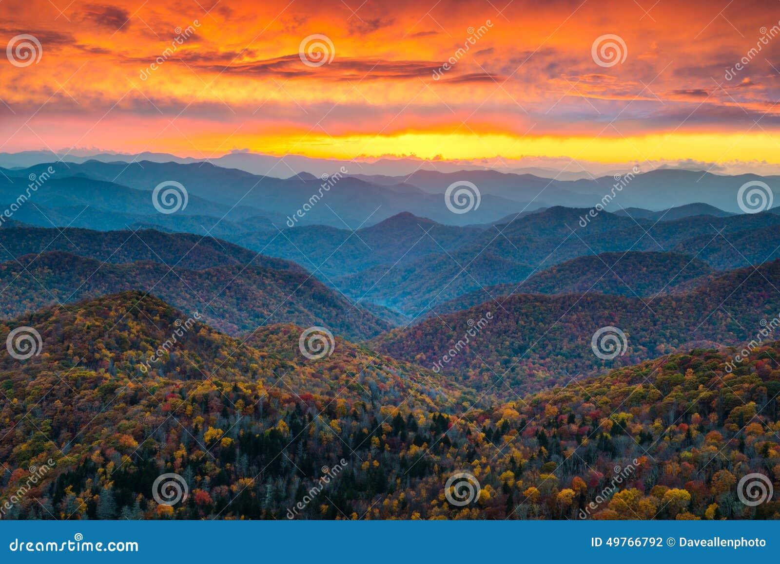 De Zonsondergang Toneellandsc van het noordencarolina blue ridge parkway mountains
