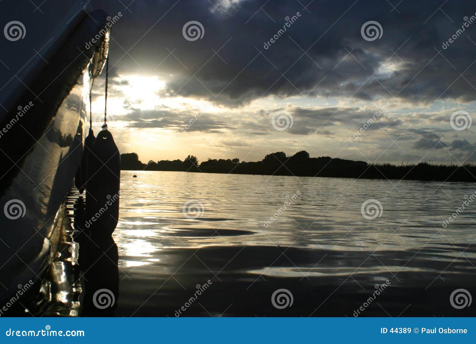 Download De Zonsondergang Van Broads Stock Afbeelding - Afbeelding bestaande uit rivier, rimpelingen: 44389