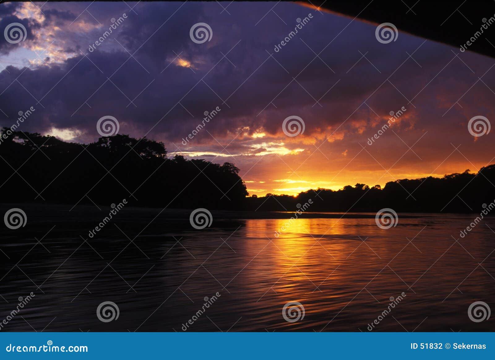De zonsondergang van de rivier