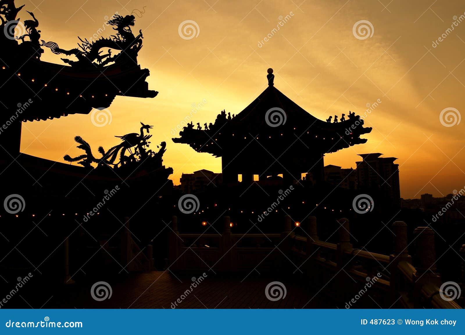 De zonsondergang van de tempel