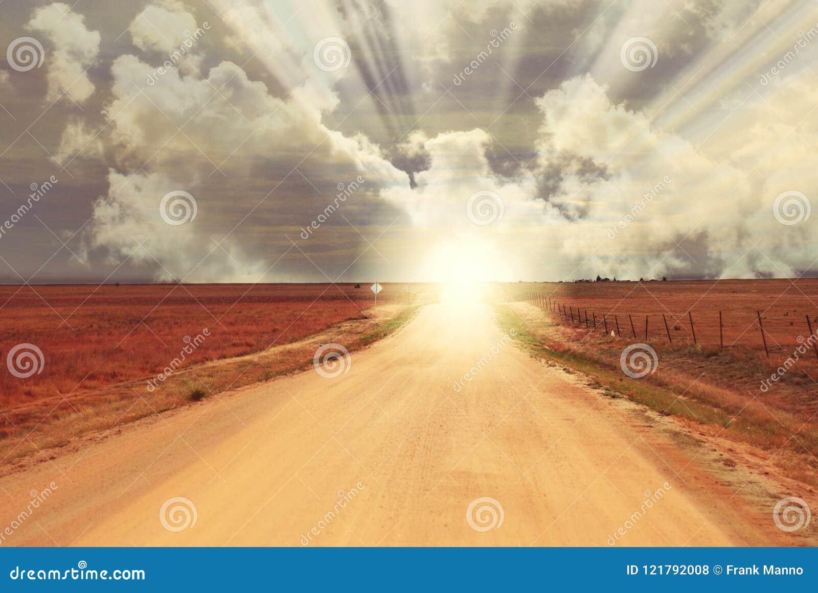 De Zonsondergang van de fantasiezonsopgang aan het eind van Landweg - Horizon