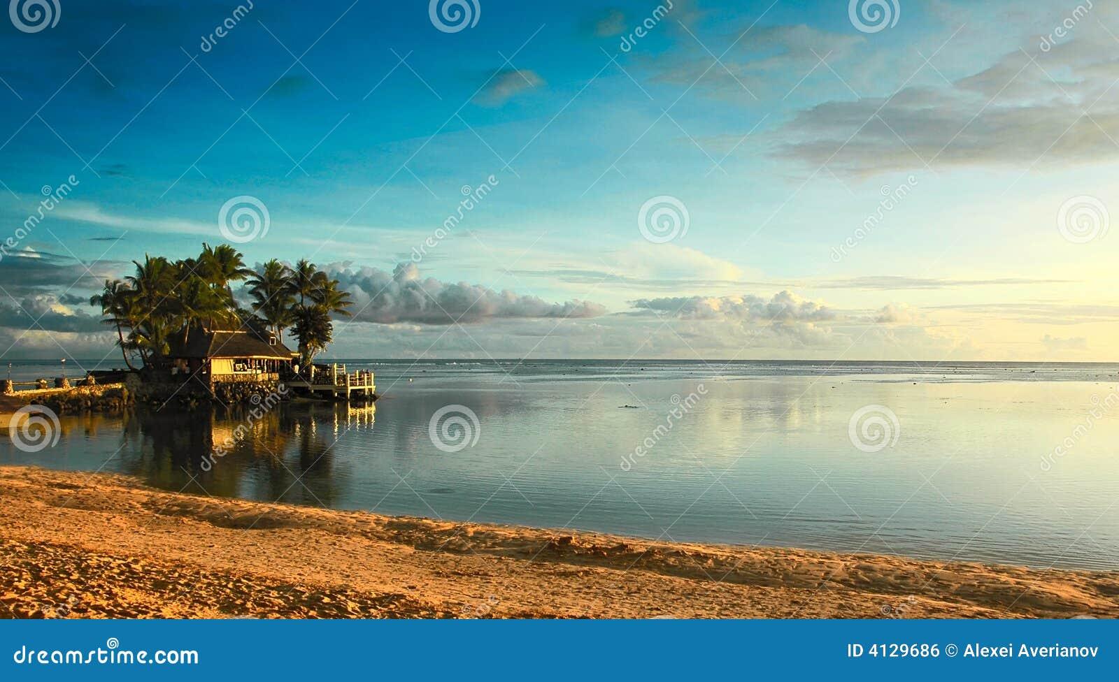 De zonsondergang van Fiji