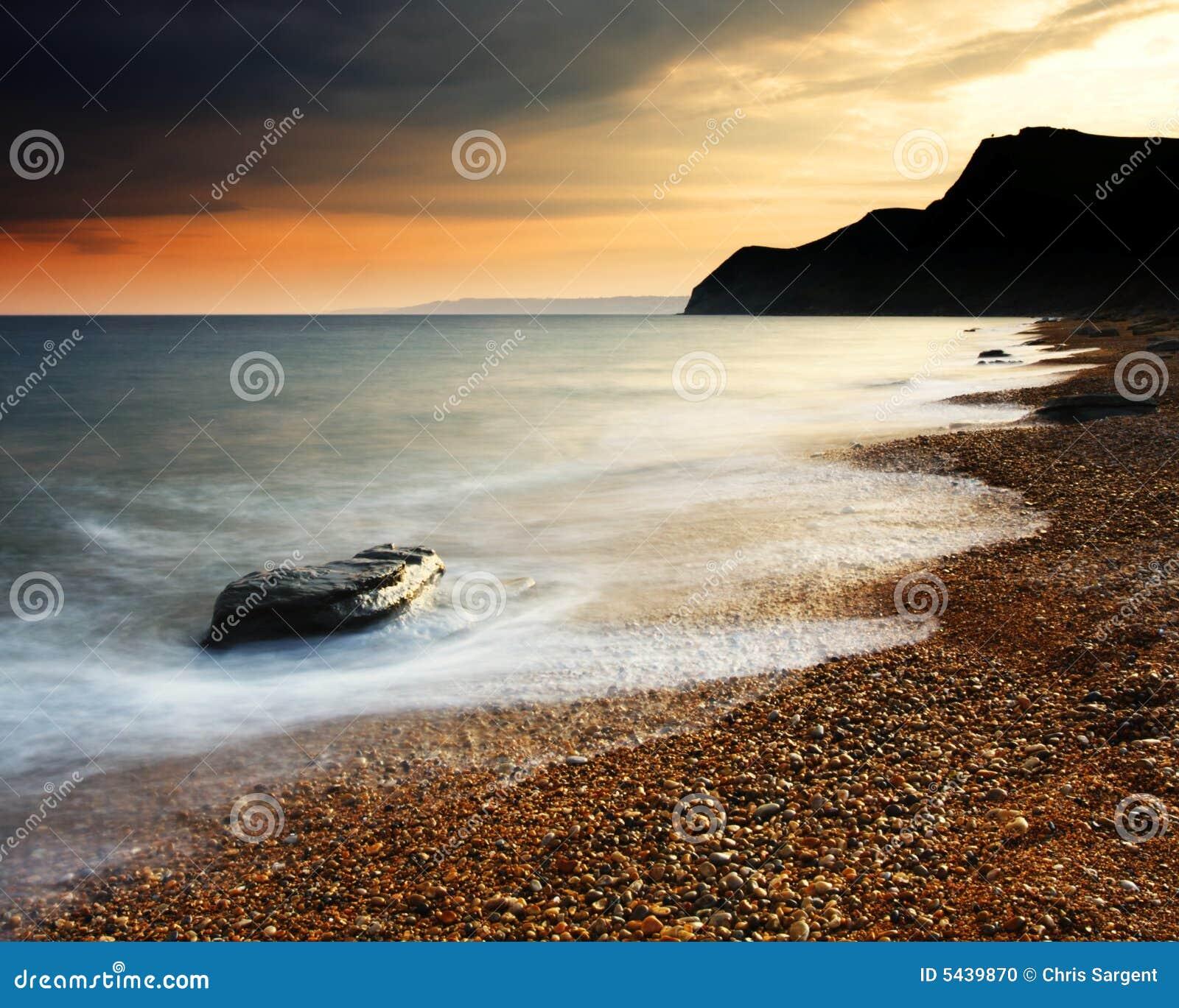 De Zonsondergang van het Strand van Eype
