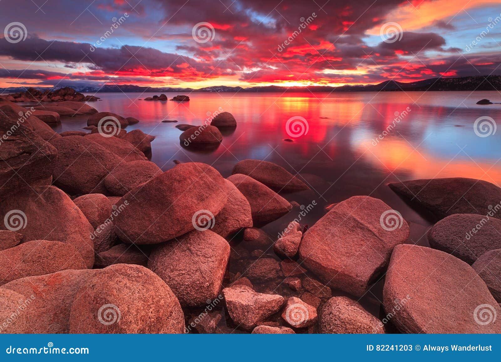 De Zonsondergang van Tahoe van het Northemeer