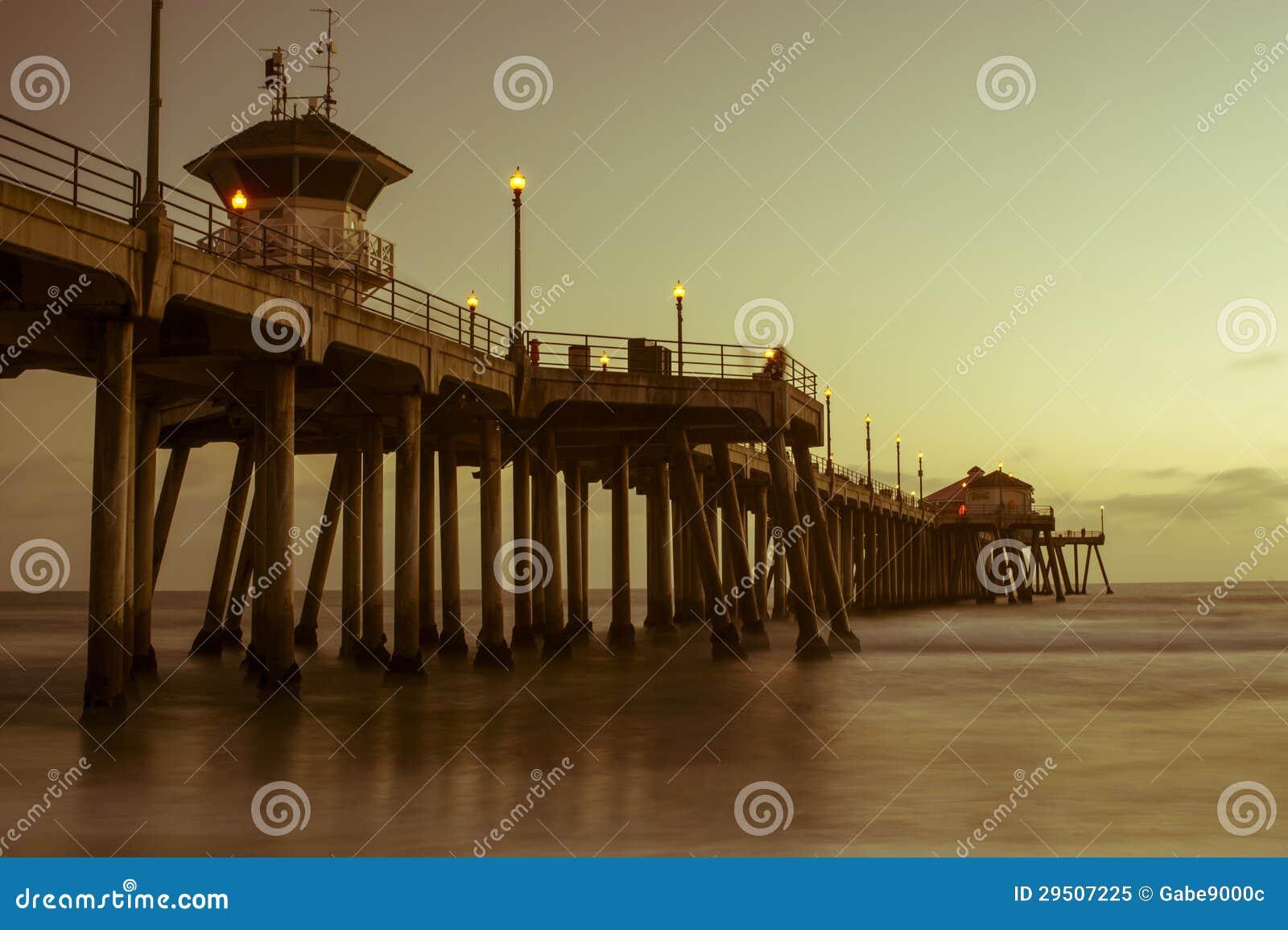 De zonsondergangpijler van het Strand van Huntington