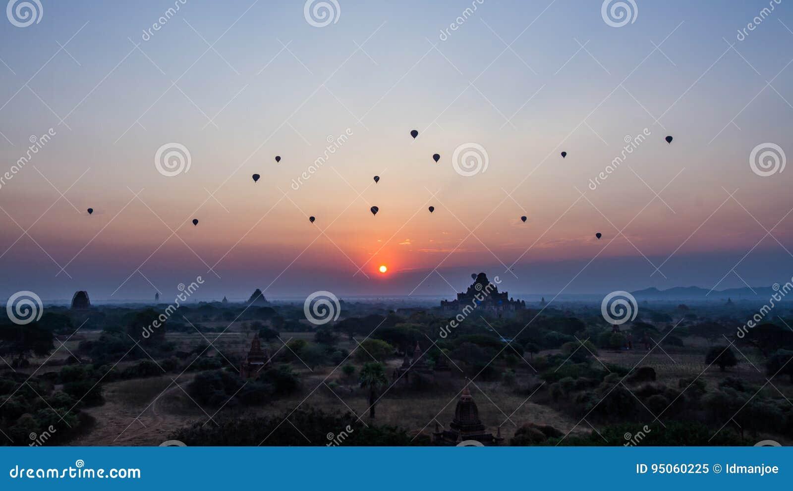 De zonsopgang van Bagan