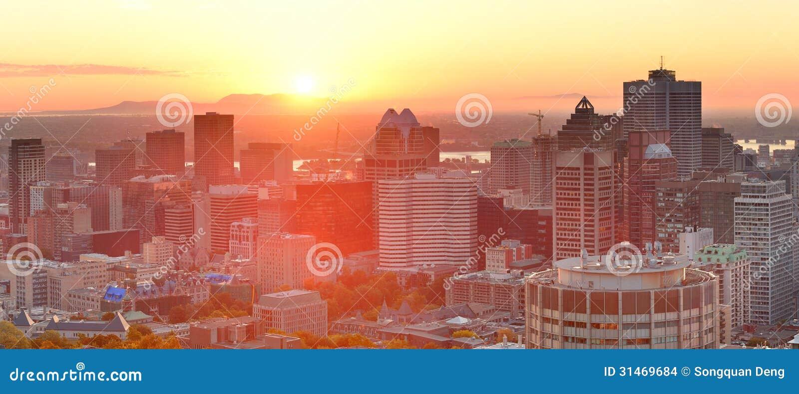 De zonsopgangpanorama van Montreal
