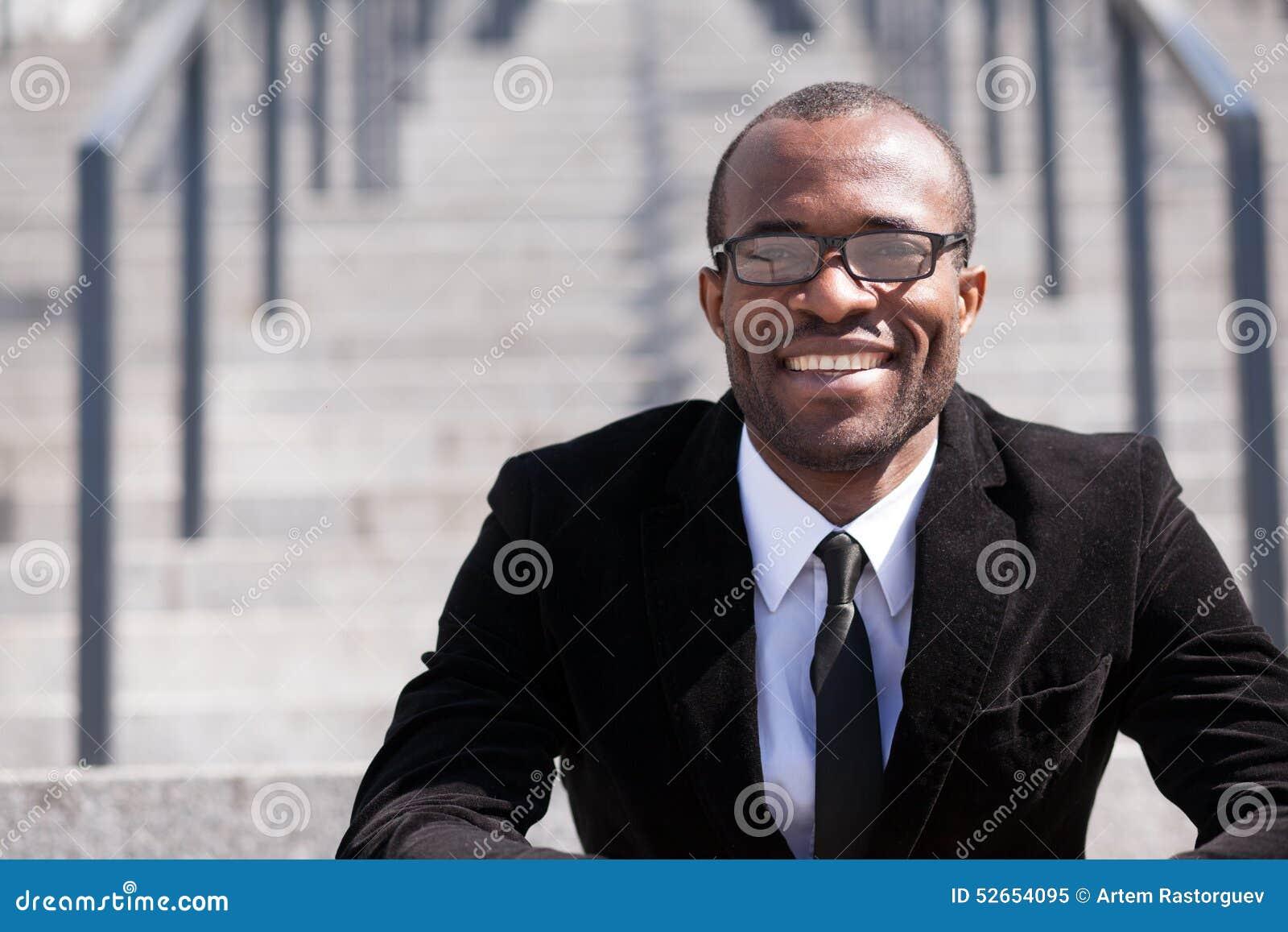 De zwarte mens van de zittingswerknemer