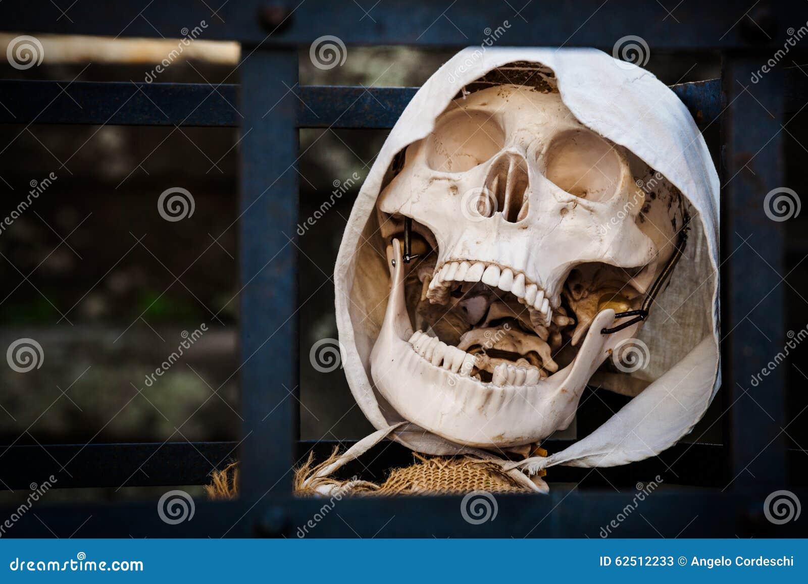 Death. Skeleton prisoner dead.