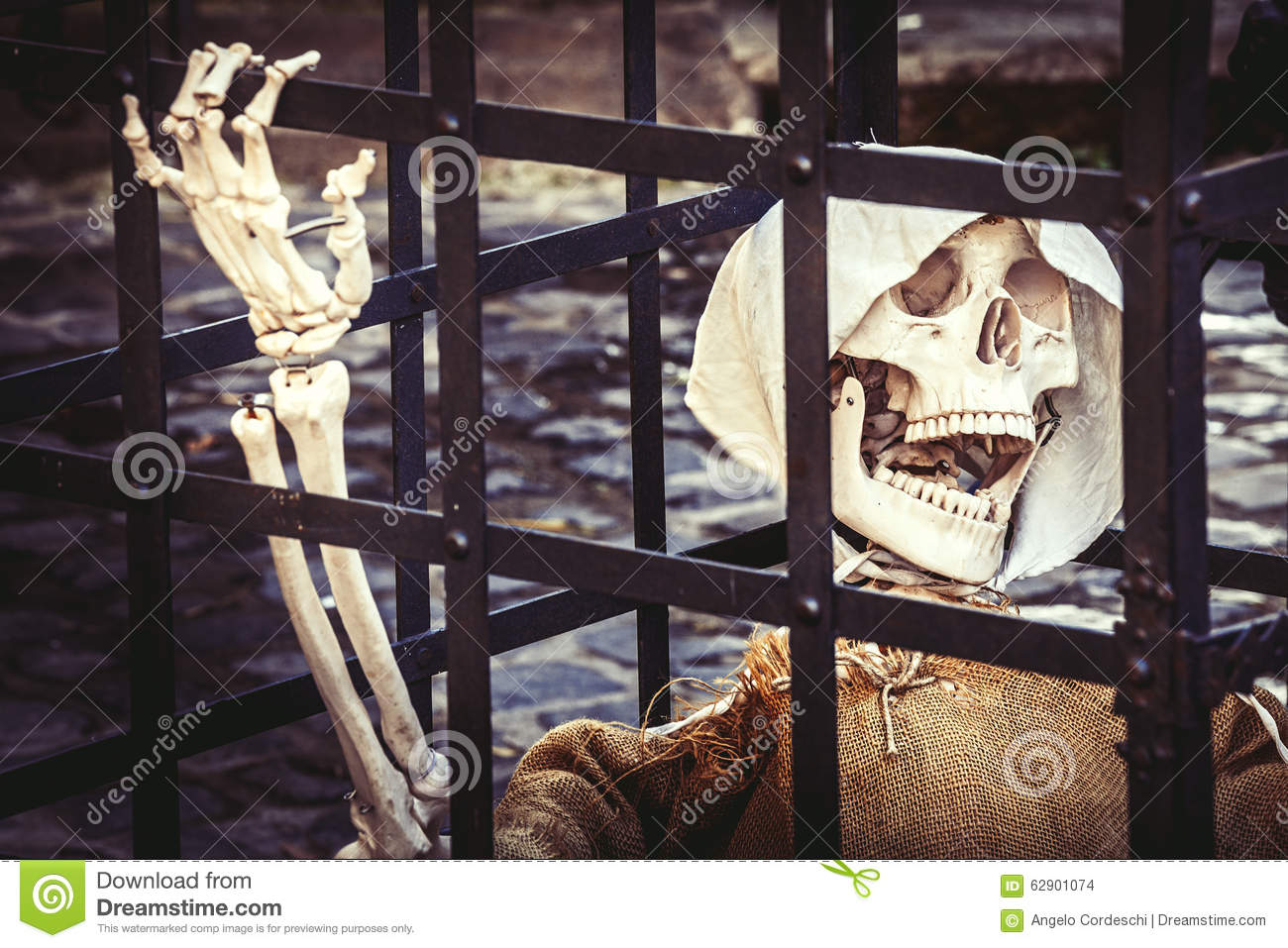 Death. Skeleton prisoner dead.