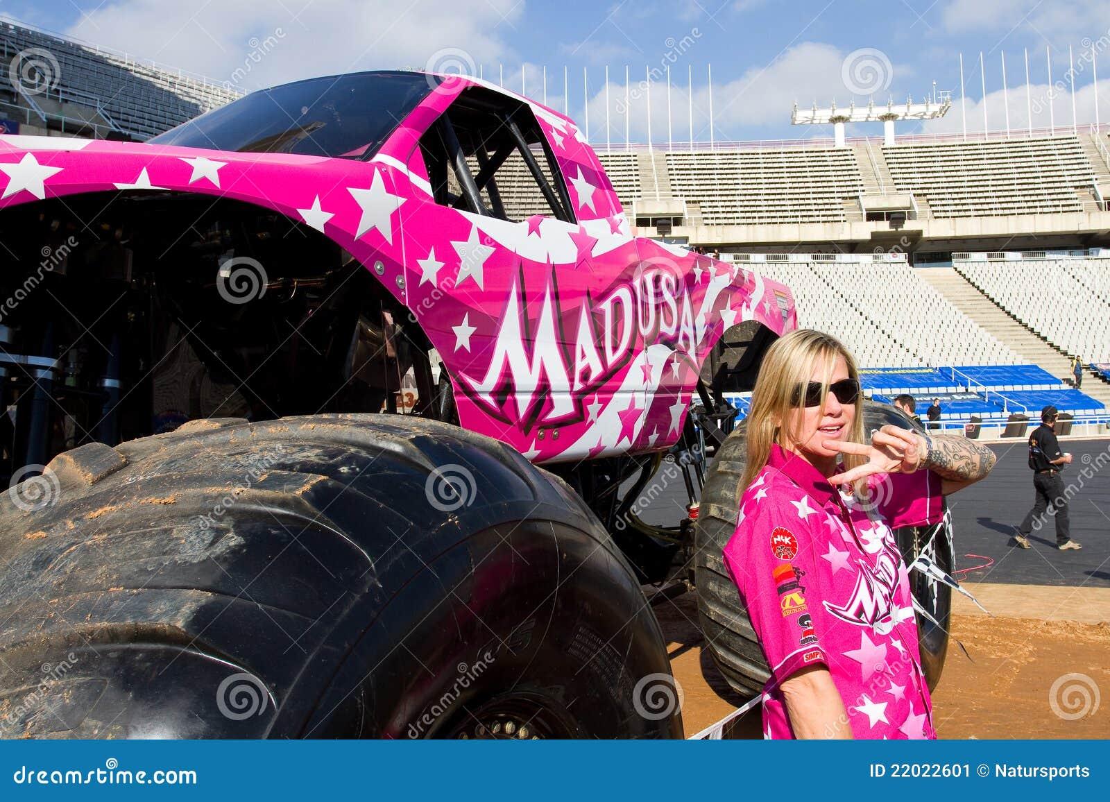 Ausmalbild Madusa Monster Truck: Debra Miceli Driver Editorial Photo. Image Of Blond, Pink