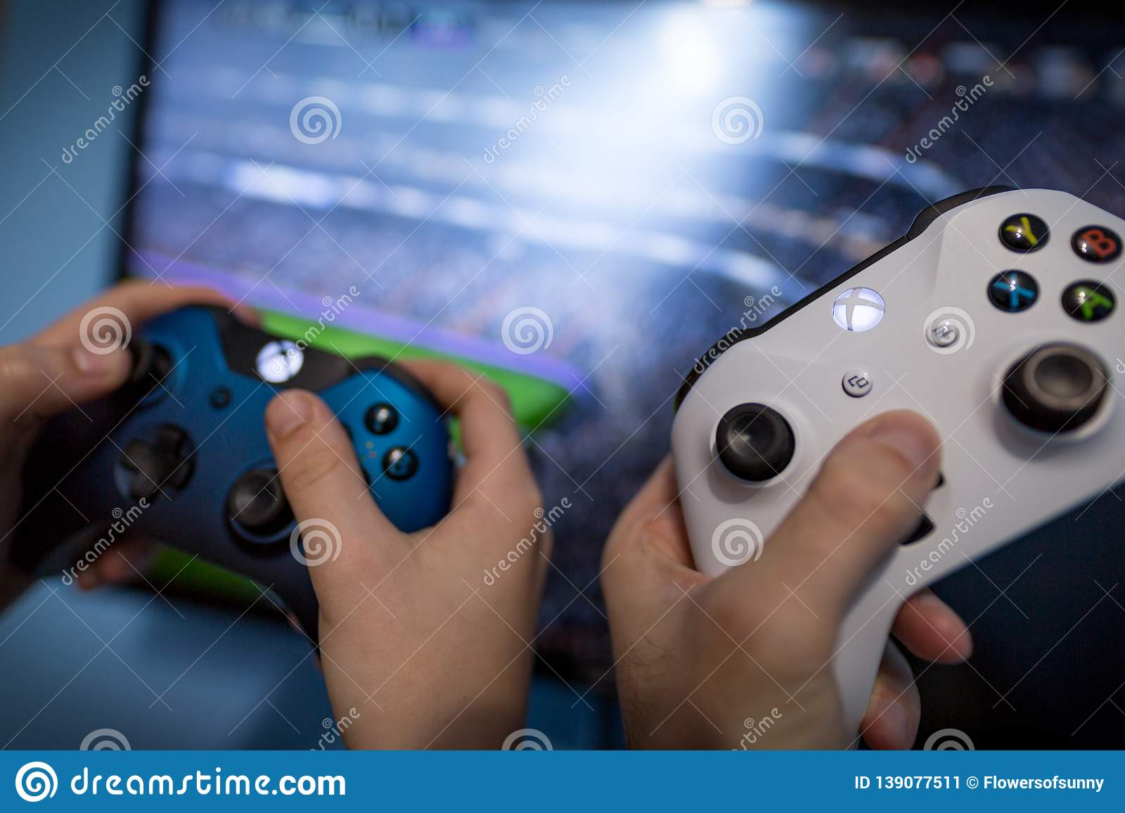 Can Xbox One Play With Xbox 360 Online