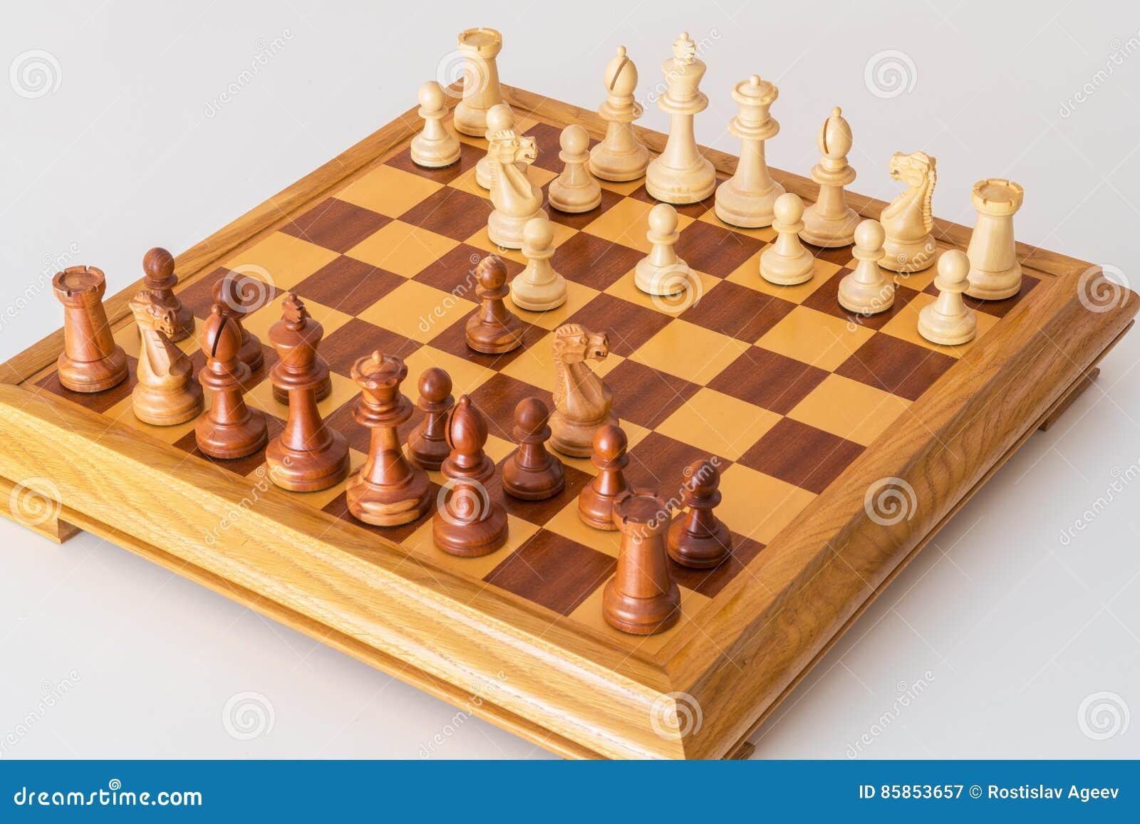 Debutto giocato di scacchi a bordo