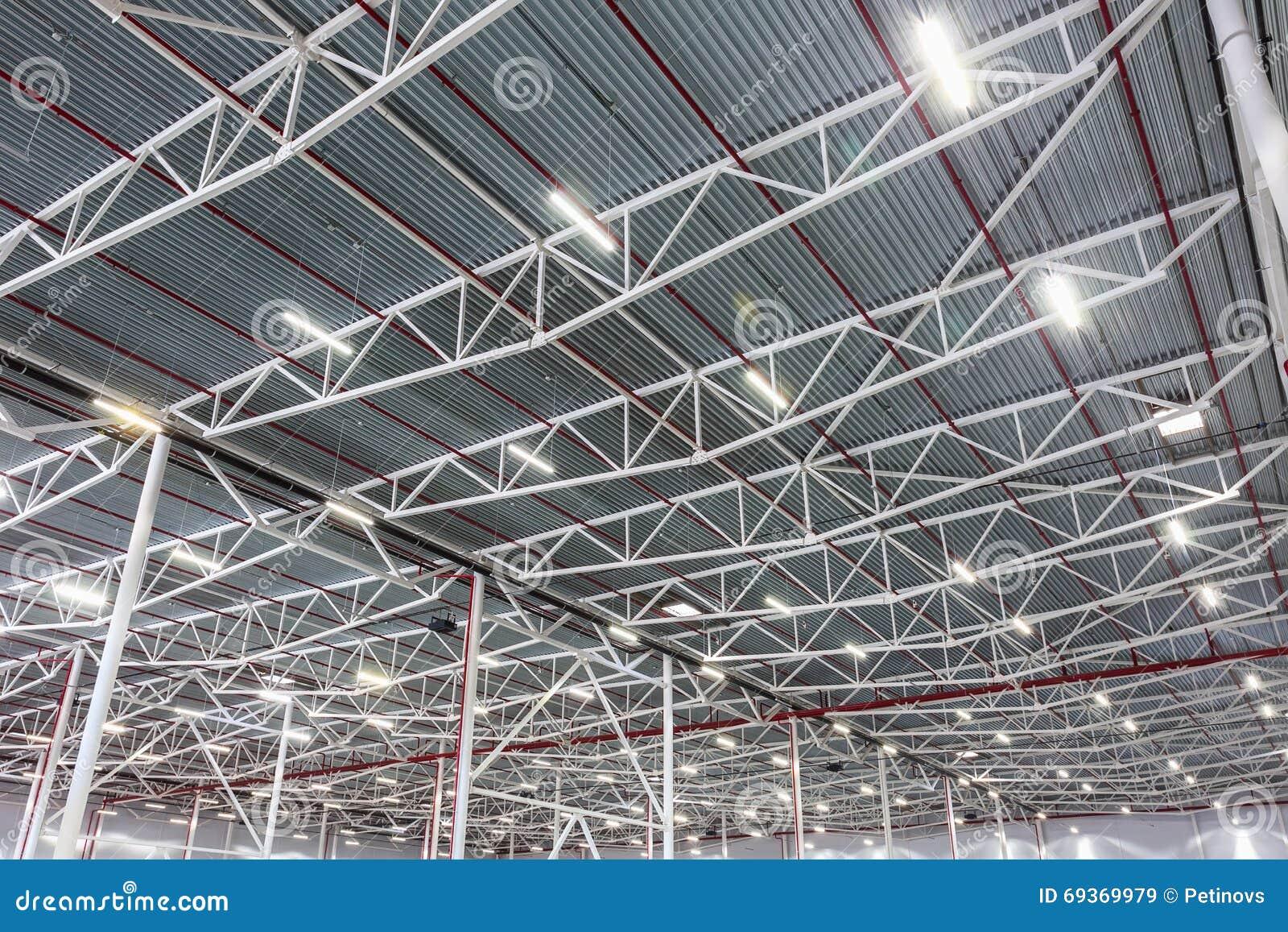 Moderne Lampen 79 : Deckenleuchten mit diodenbeleuchtung in einem modernen lager