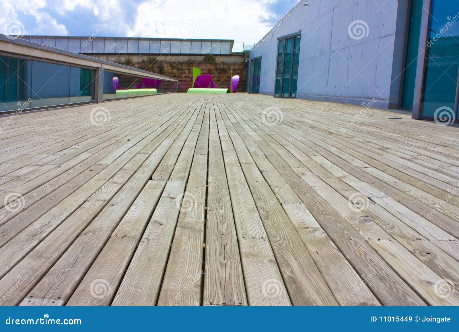 Decking ваяет деревянное