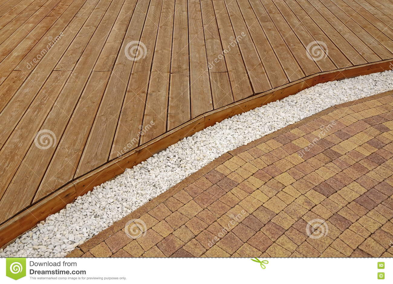 Decking En Bois Compose Gravier De Marbre Blanc Et Brique Pavi De
