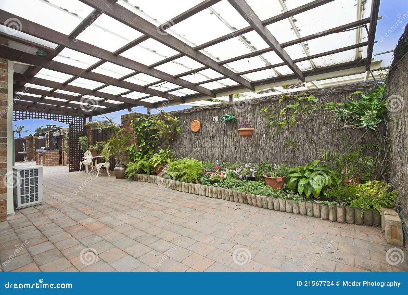 Decking y jardín
