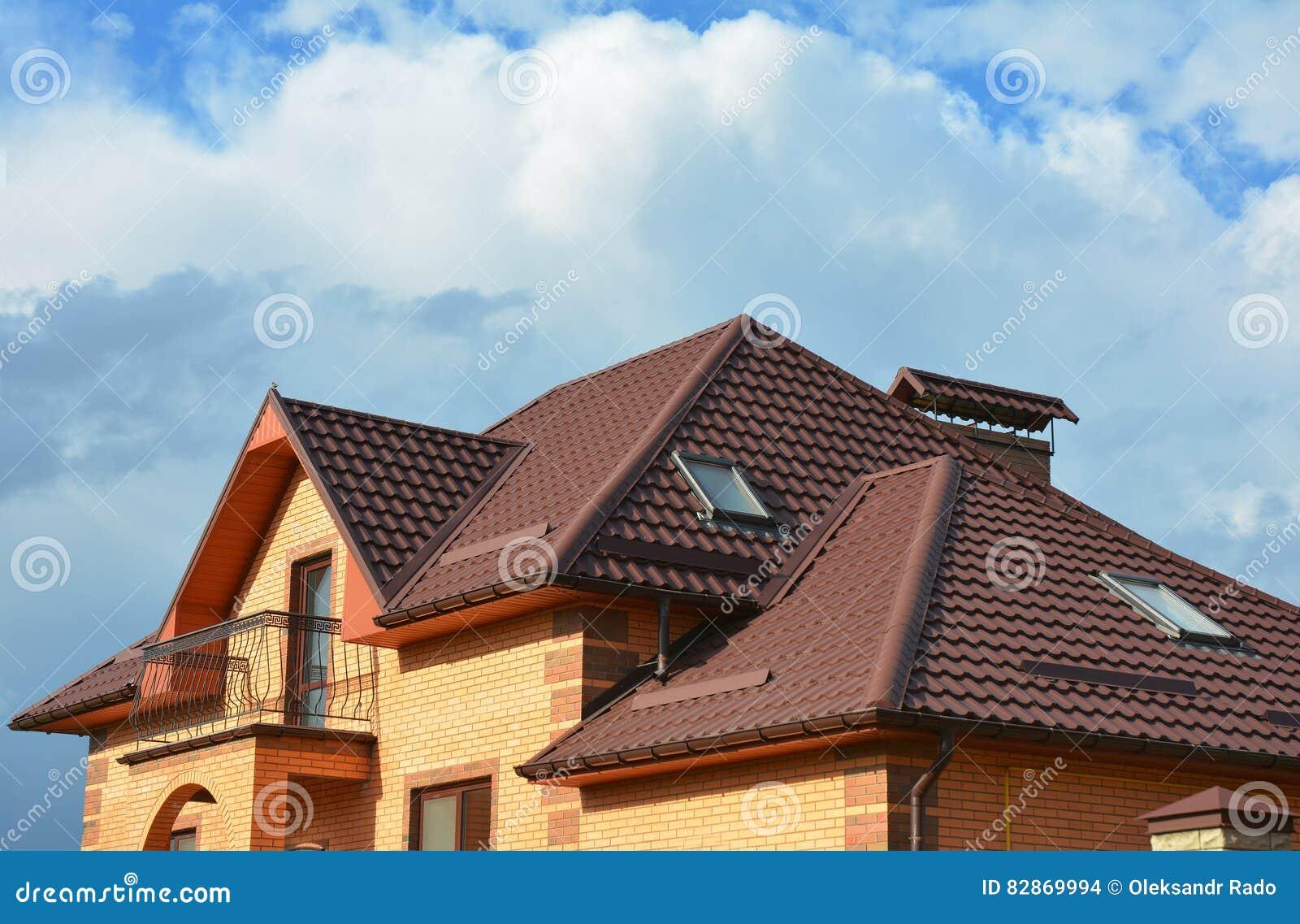 Deckungsbau Mit Dachbodenoberlichtern, Regengossensystem ...