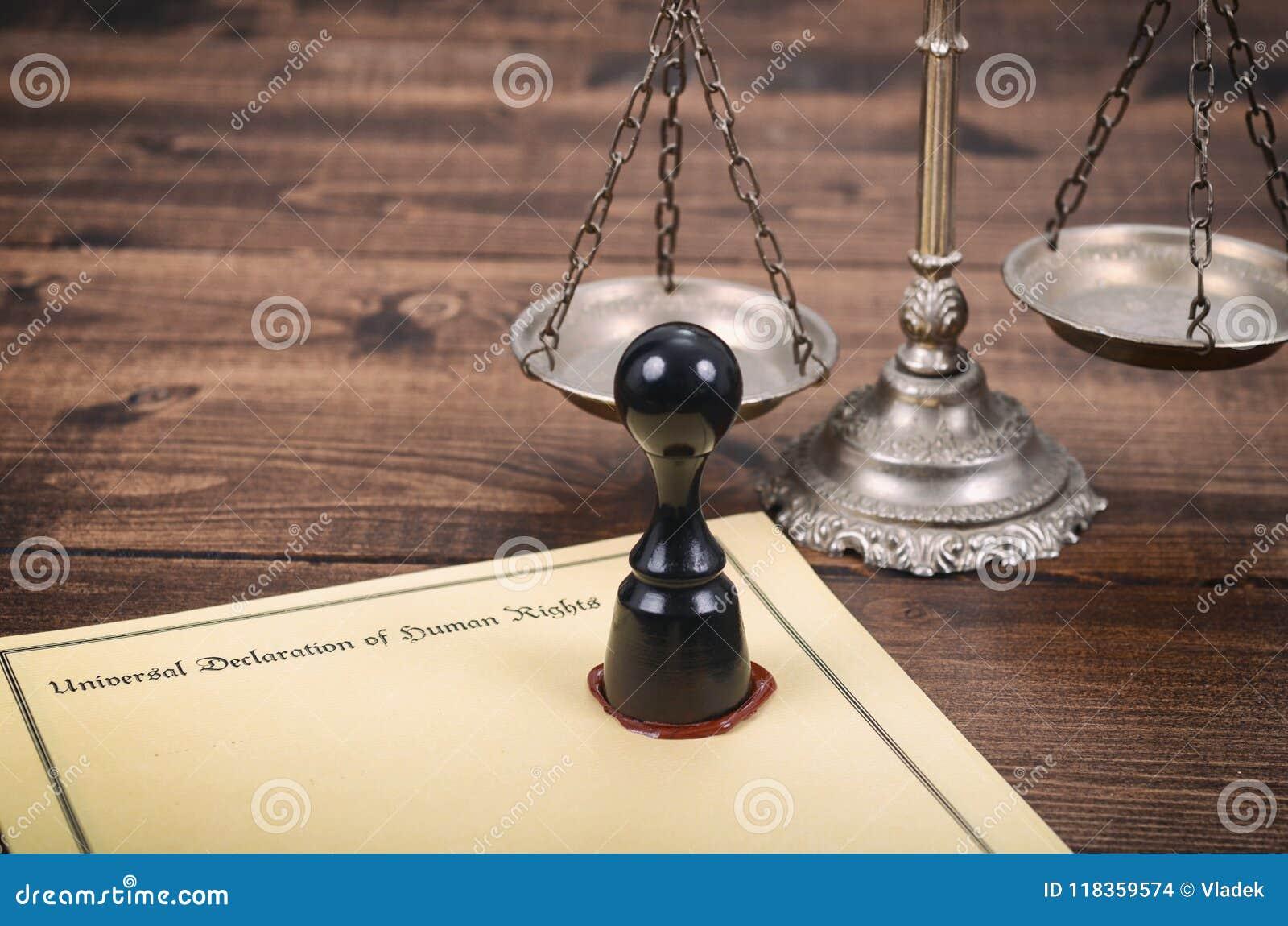Declaração universal de direitos humanos, escalas de justiça e selo de notário