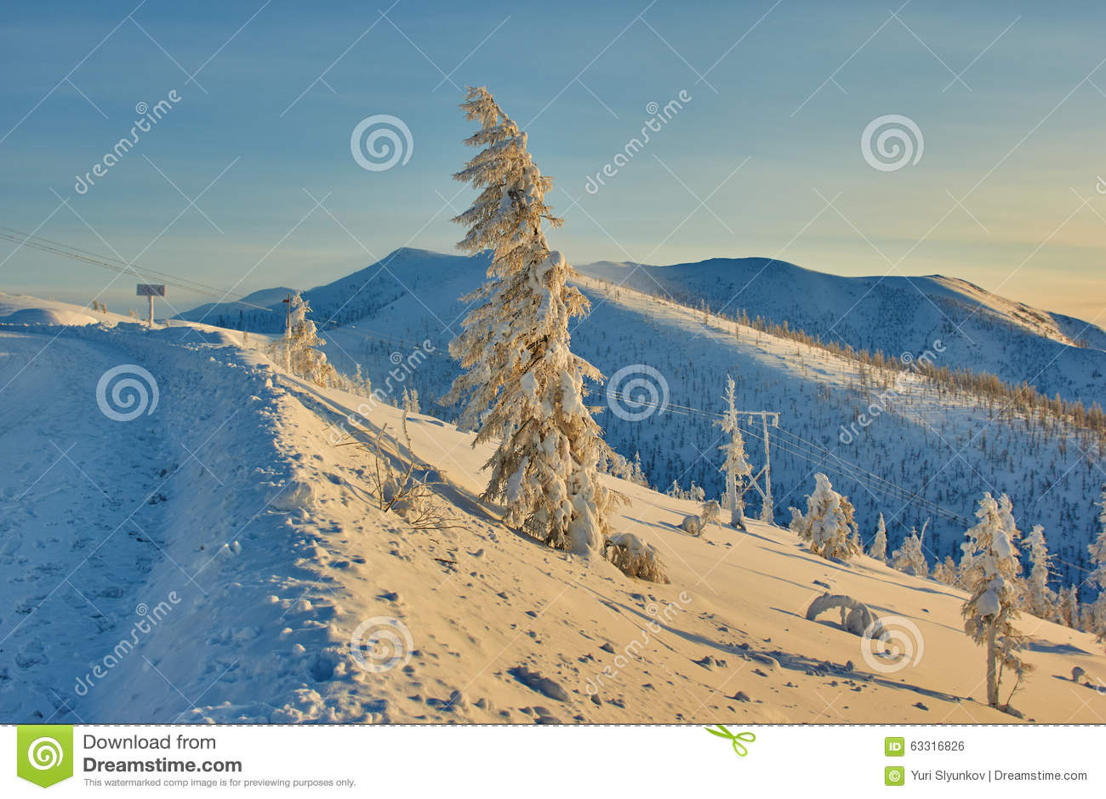 Decline on pass. Winter. Evening. Kolyma IMG_9584