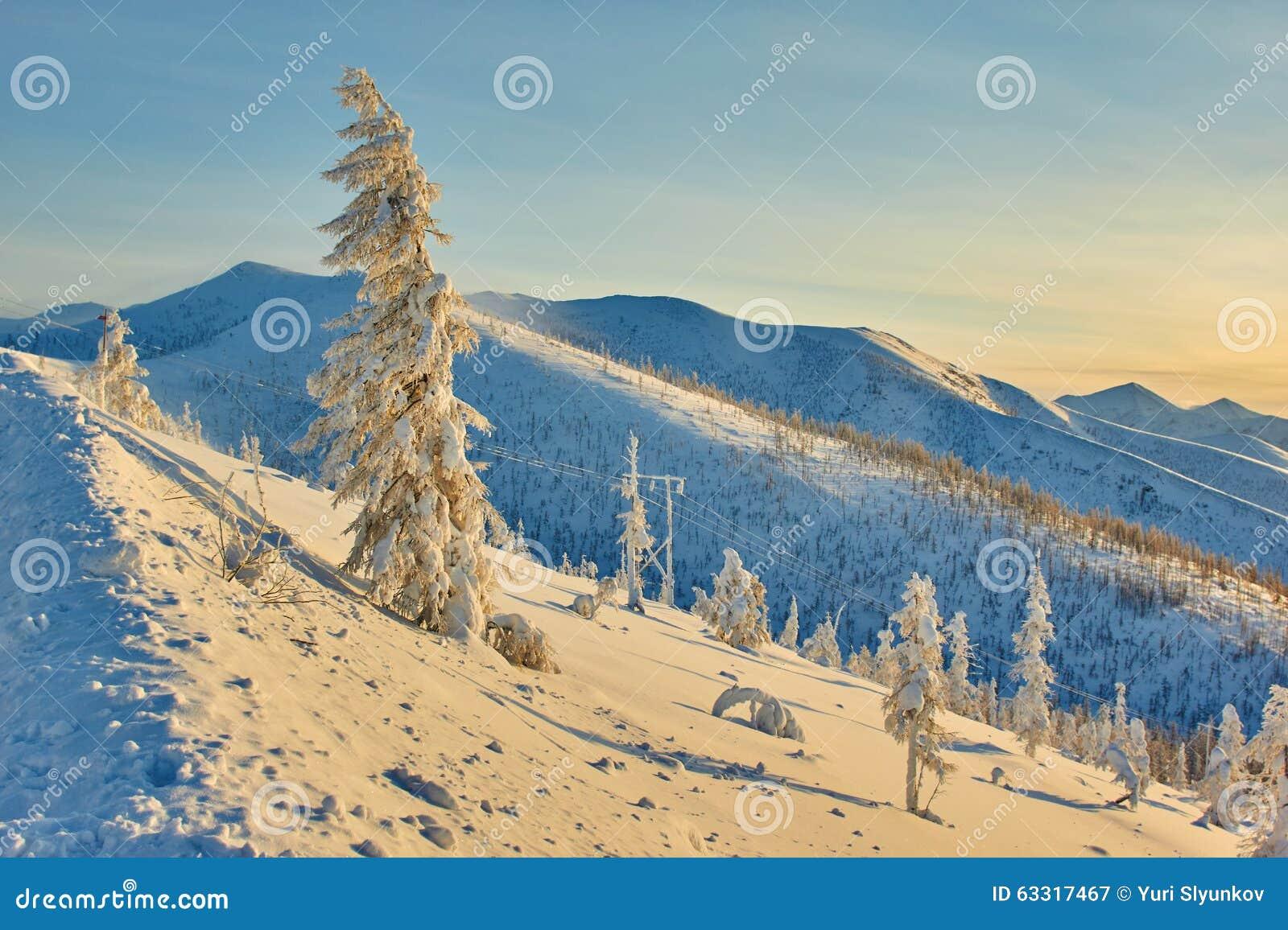 Decline on pass. Winter. Evening. Kolyma IMG_9585