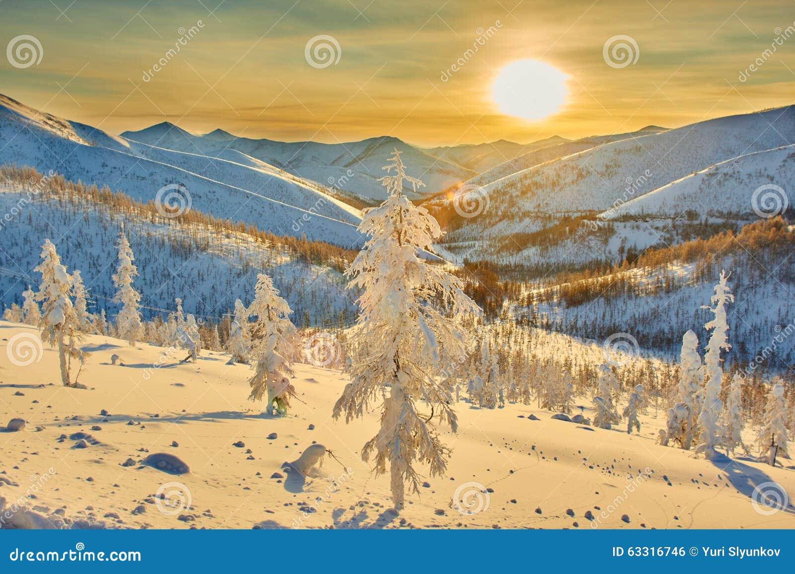 Decline on pass. Winter. Evening. Kolyma