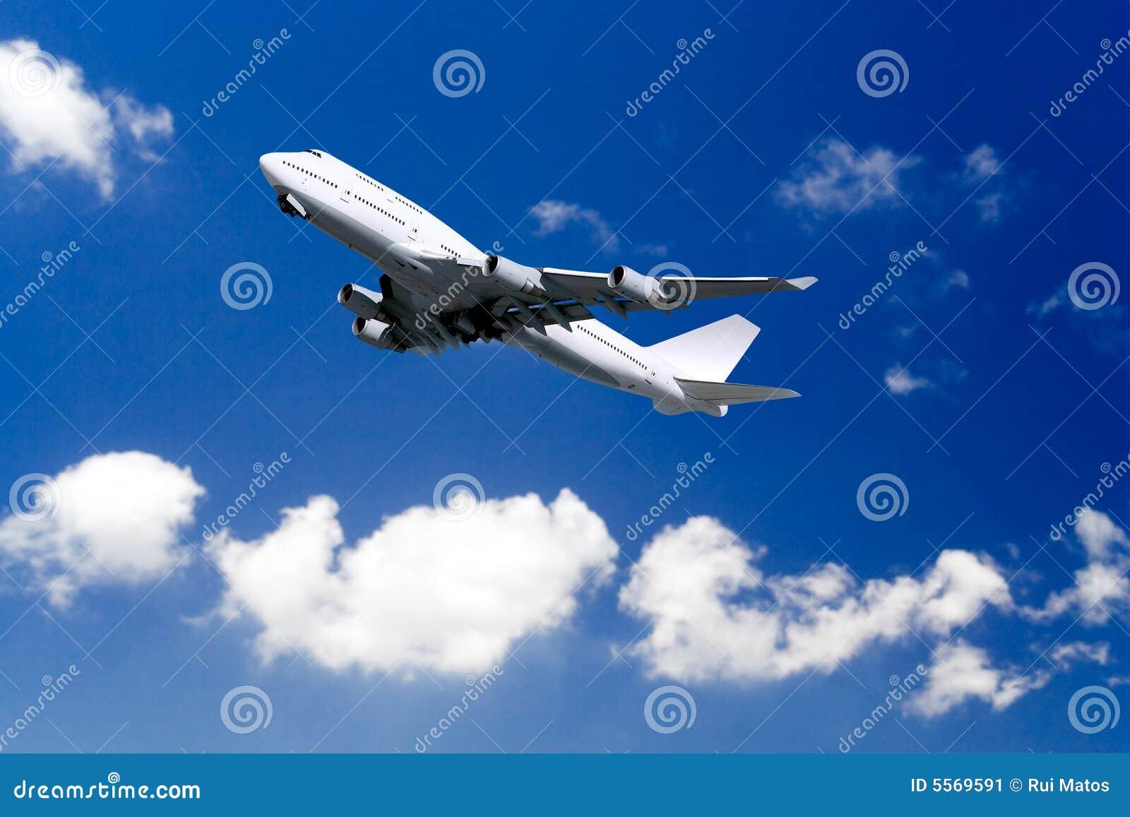 Decollo dell aereo di linea