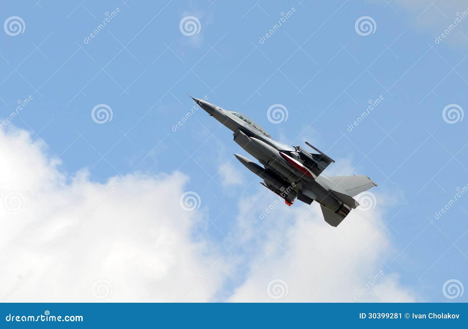 Aerei Da Caccia Decollo : Decollo moderno dell aereo da caccia immagine stock