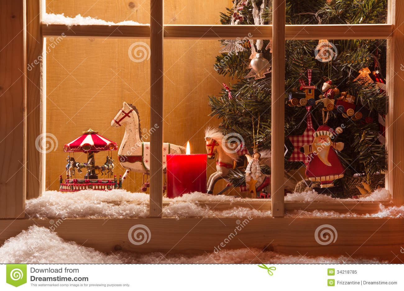 Decoração atmosférica do peitoril da janela do Natal: neve, tre e, vela, r