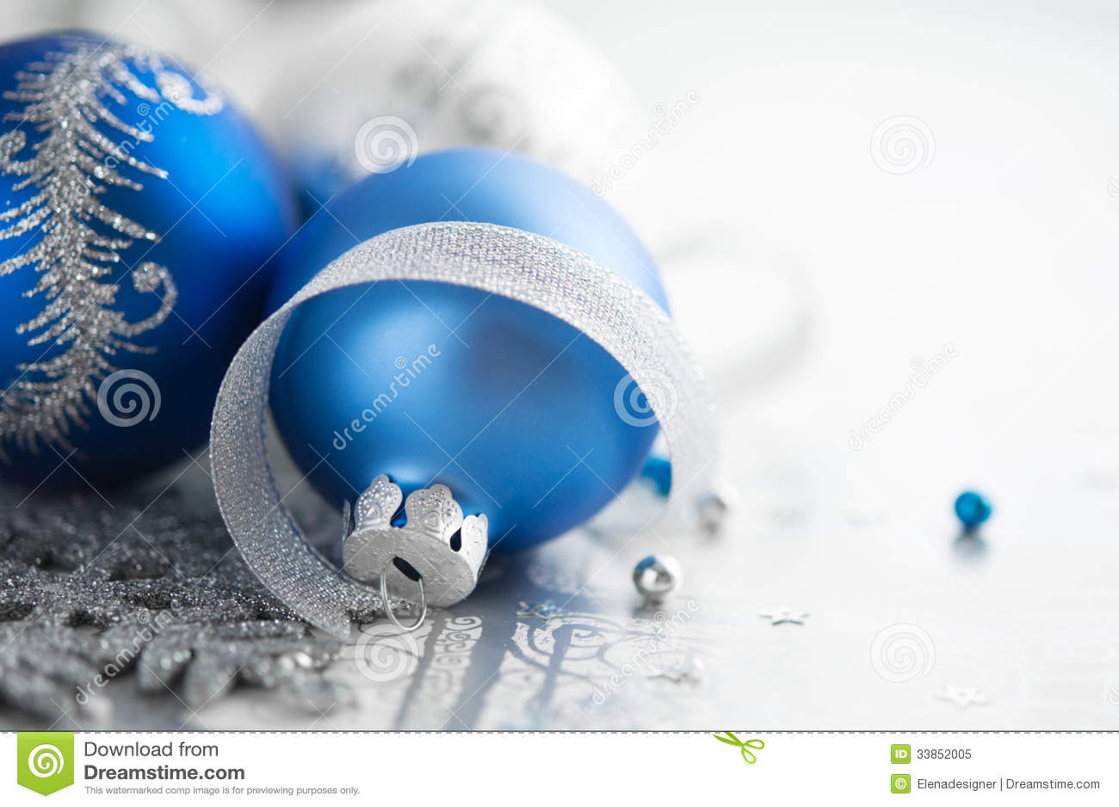 decoracao de arvore de natal azul e prata:Foto de Stock Royalty Free: Decoração azul e de prata do Natal