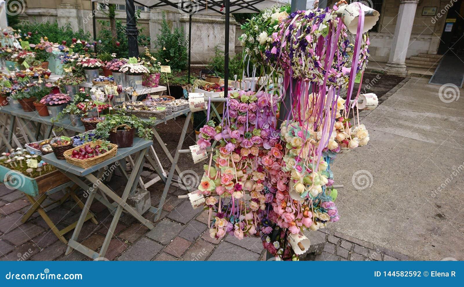 Decoração da flor no mercado de rua da mola