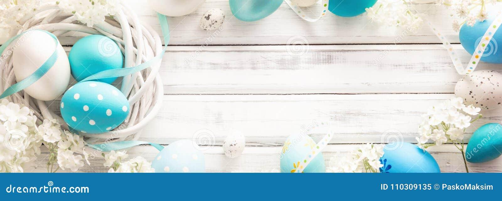Decoração da Páscoa com ovos e flores