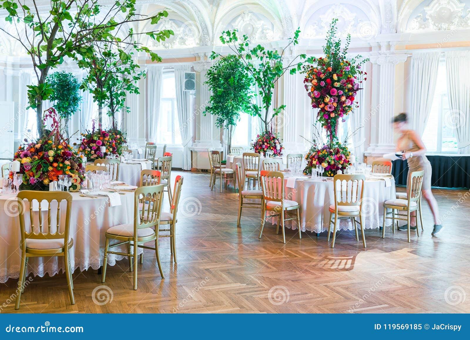 Decoração da tabela do casamento Ramalhete bonito das flores em Ta