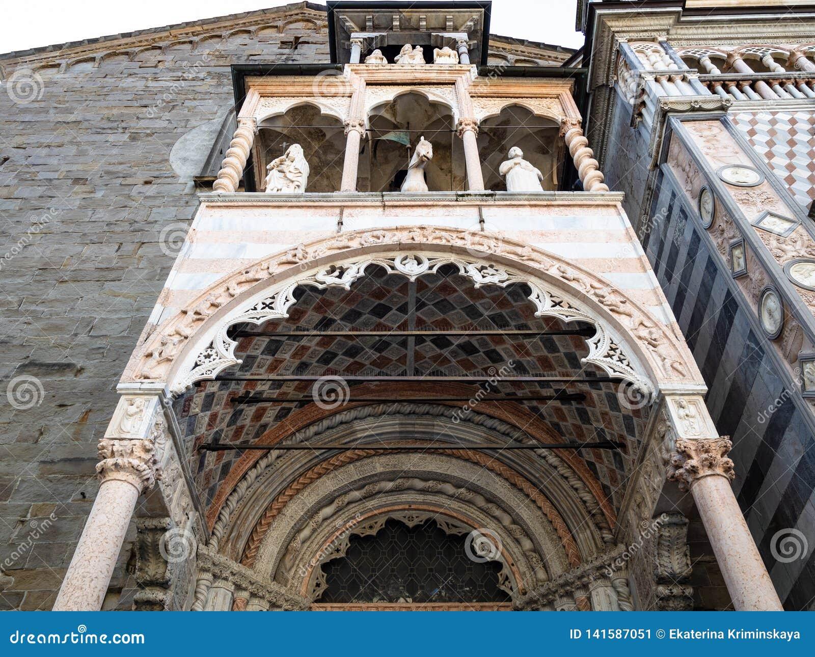 Decoração de Giovanni Da Campione Porch em Bergamo