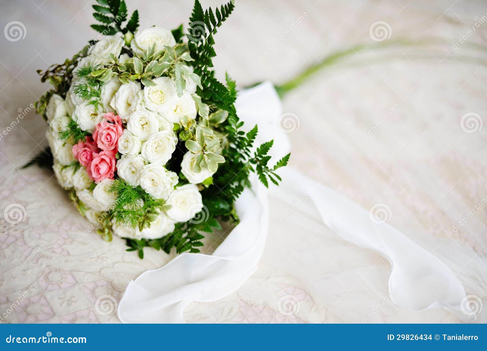 Ramalhete do casamento das rosas brancas e cor-de-rosa
