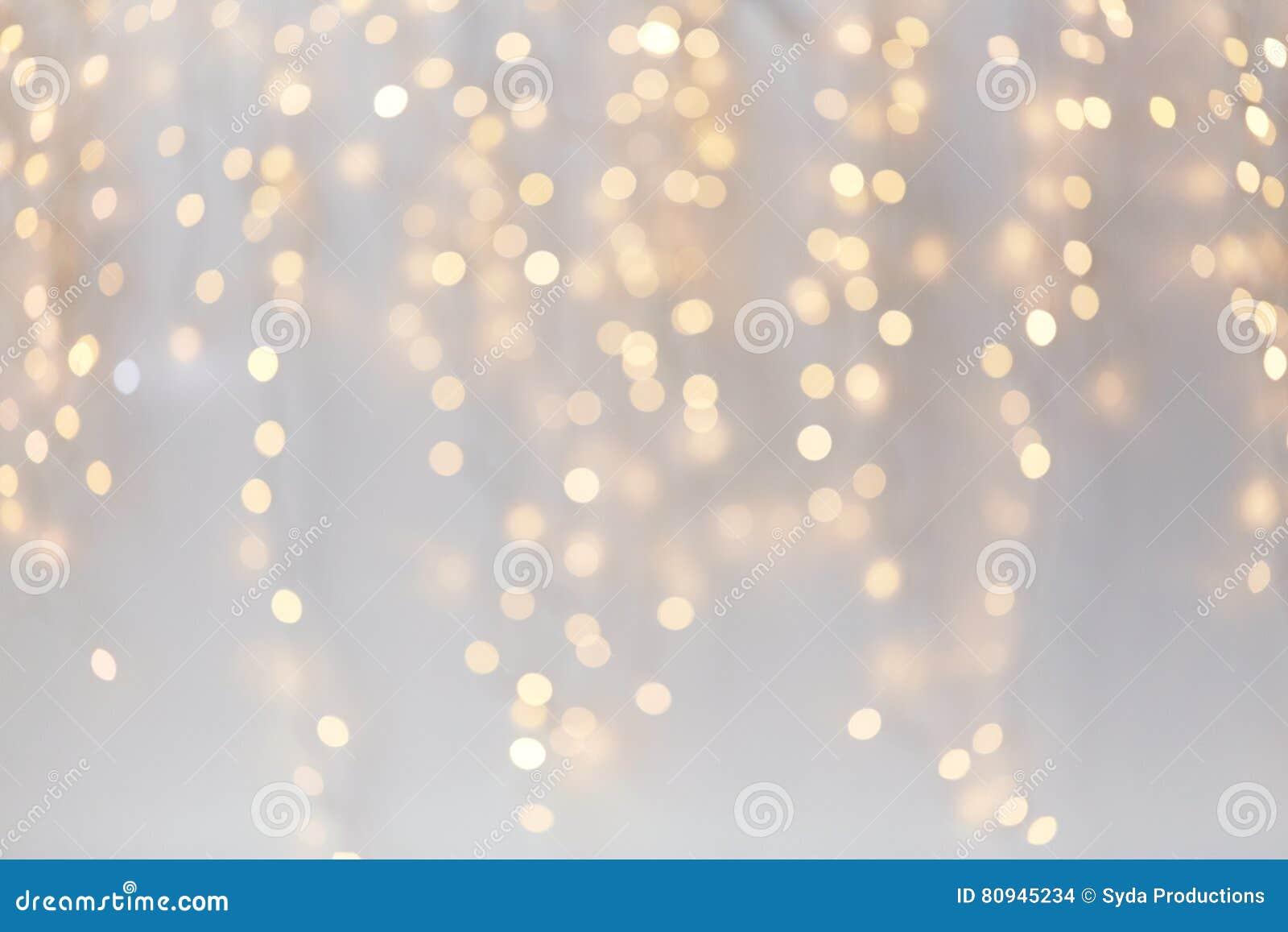 Decoração do Natal ou bokeh das luzes da festão