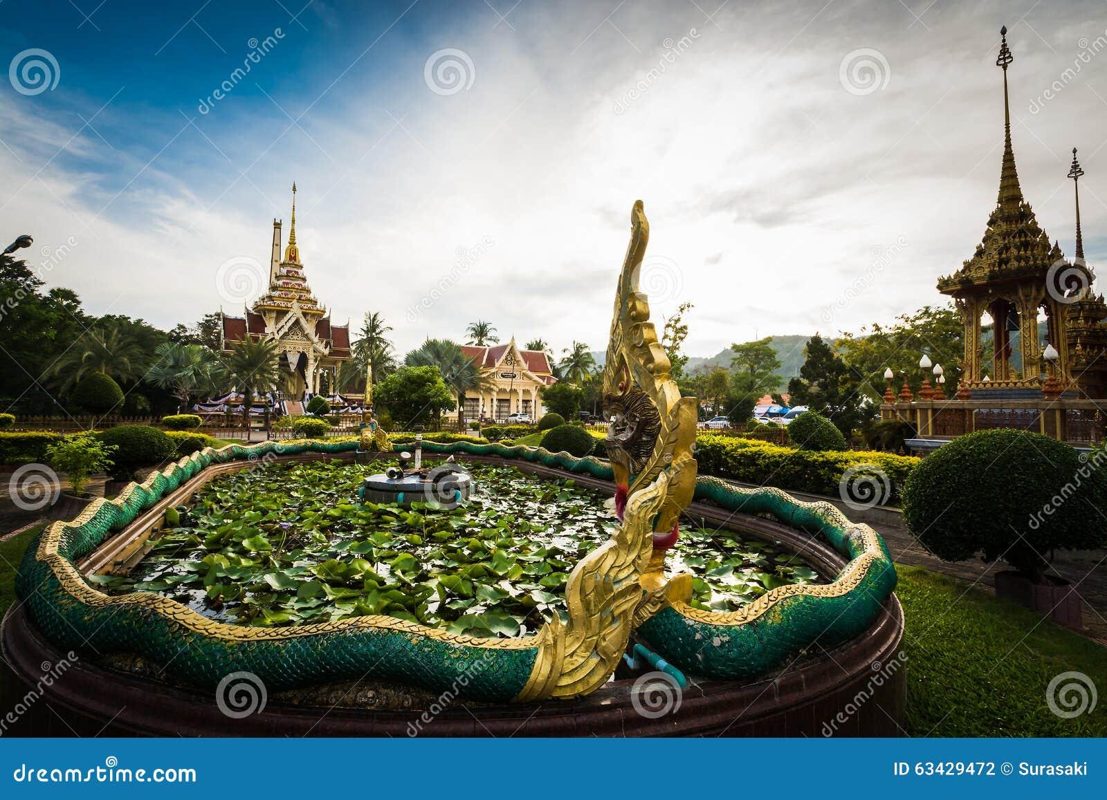 Decoração tailandesa do estilo no templo do chalong, Phuket, Tailândia