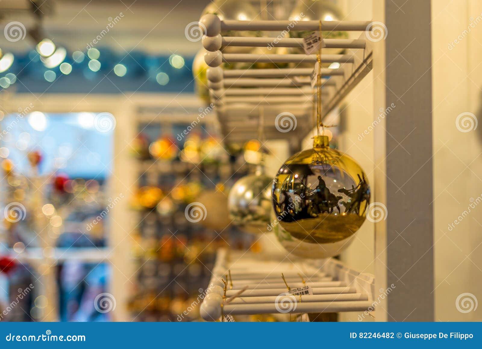 Decorações feitos à mão em um mercado do Natal