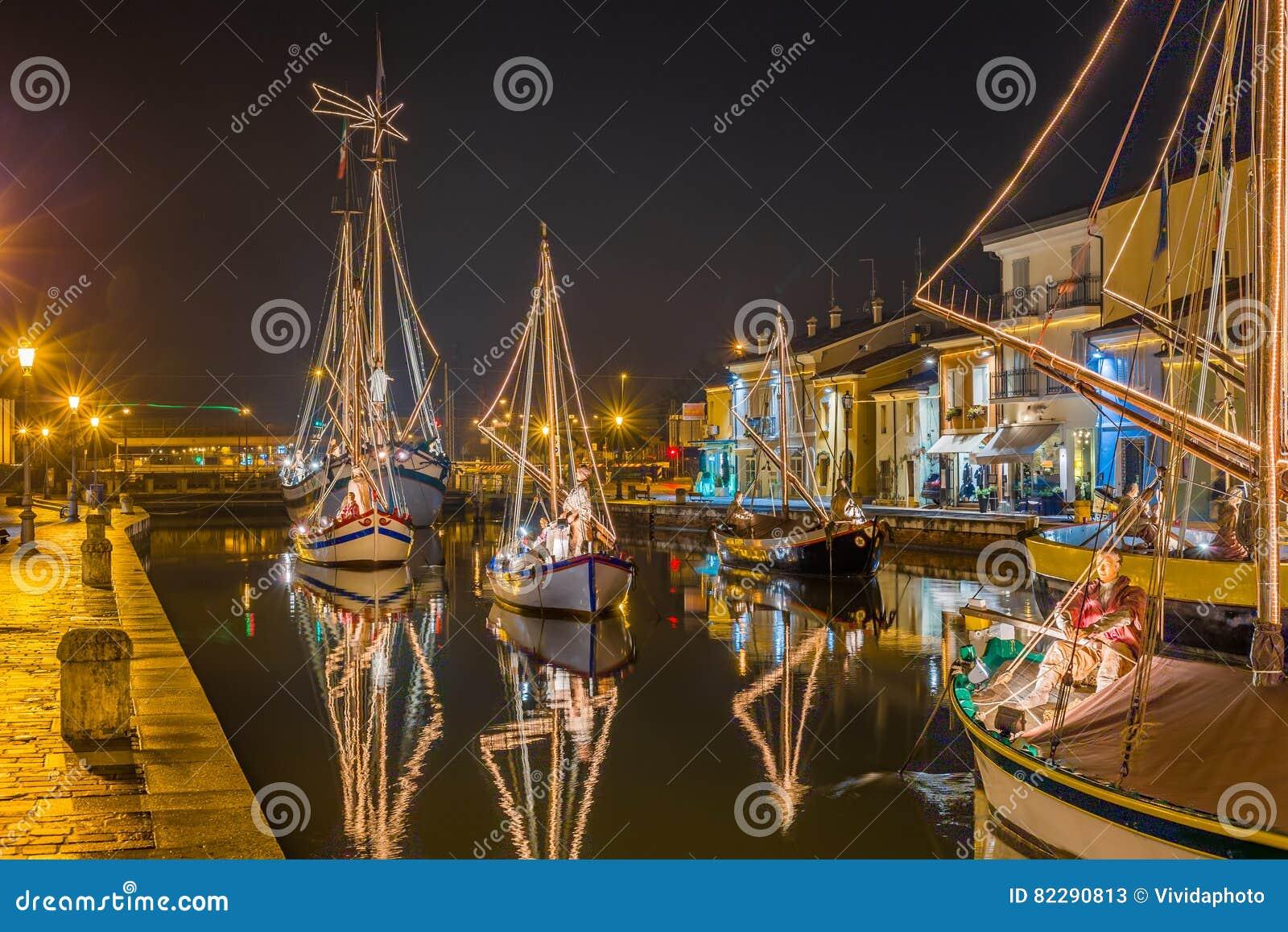 Decorações, luzes e Marine Crib do Natal