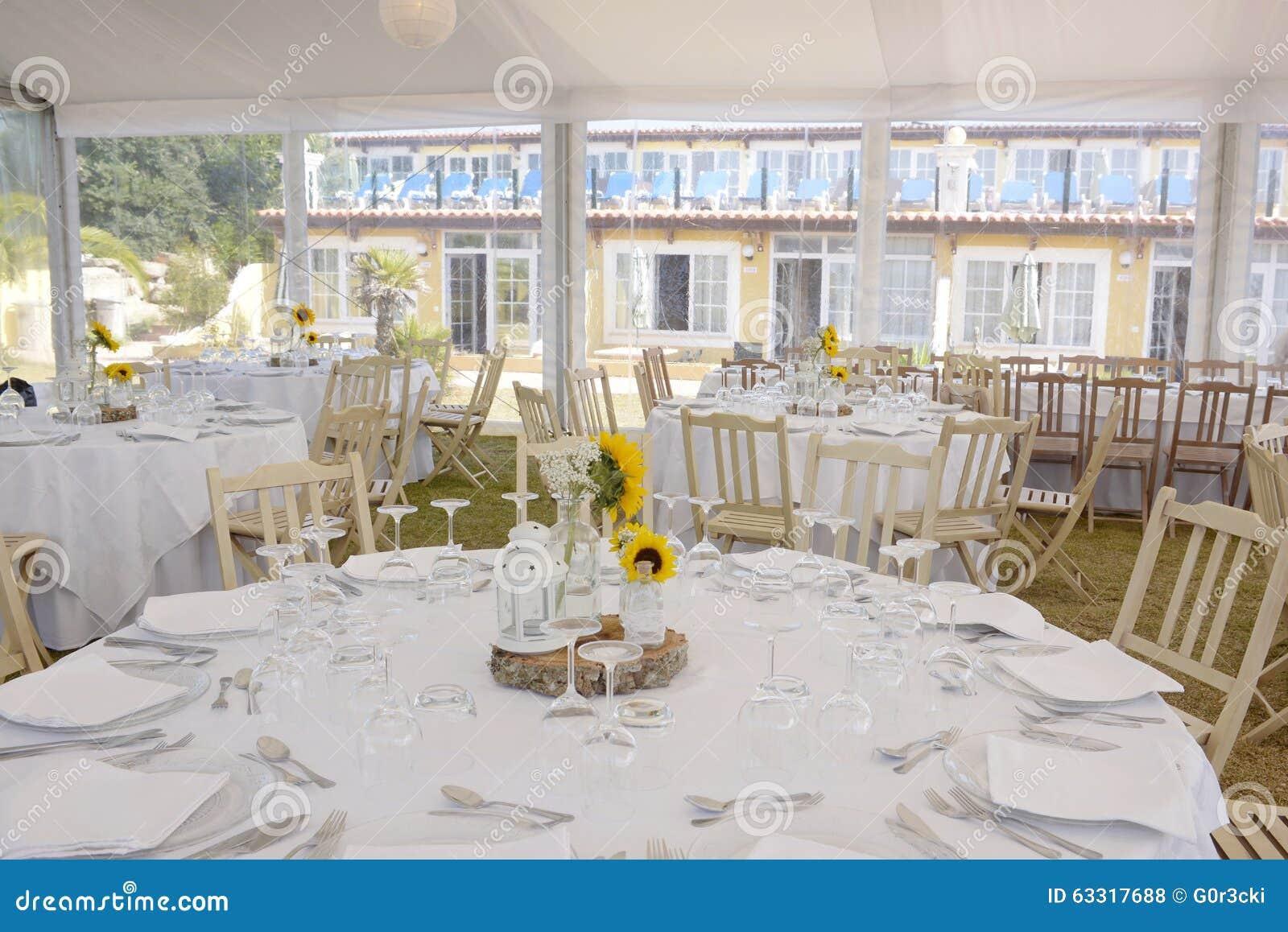decoracin blanca con los girasoles banquete de boda evento de los manteles