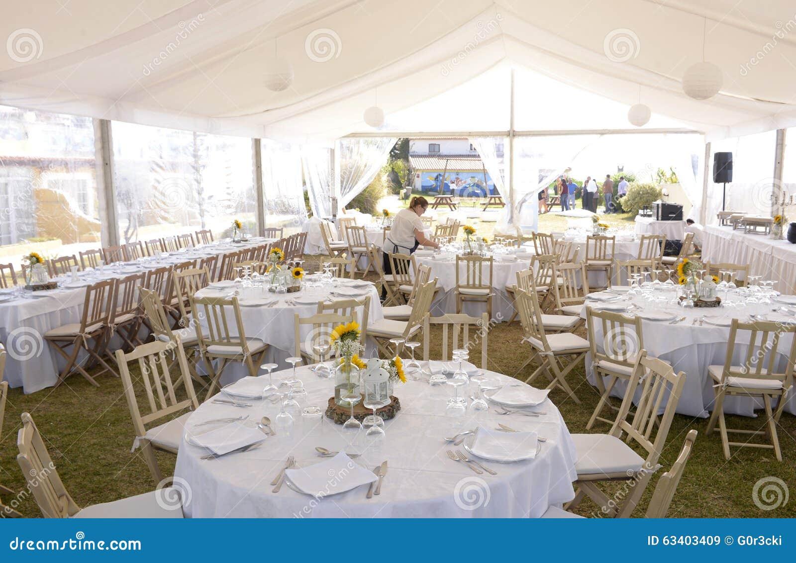 decoracin blanca con los girasoles banquete de boda evento de los manteles imagen de