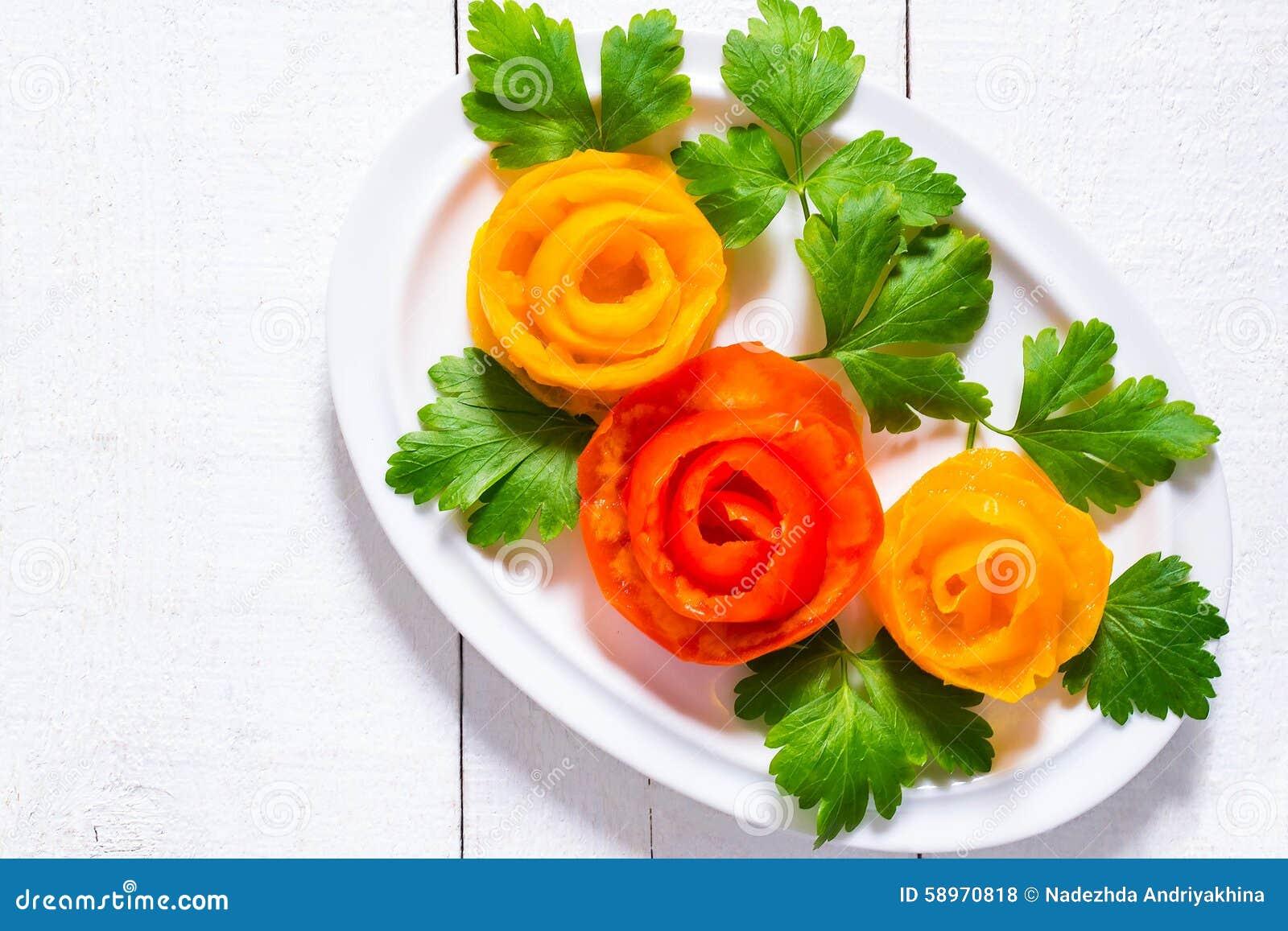 Decoraci n casera para los platos festivos rosas de los for Platos para