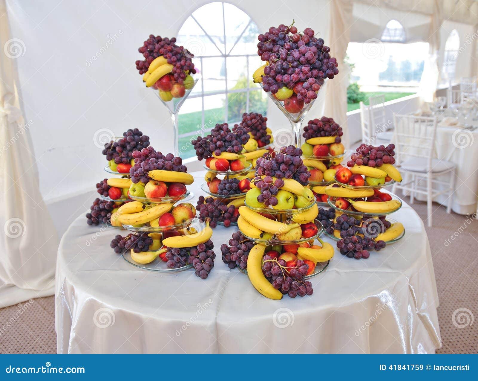 Decoraci n de la boda con las frutas los pl tanos las for Como secar frutas para decoracion