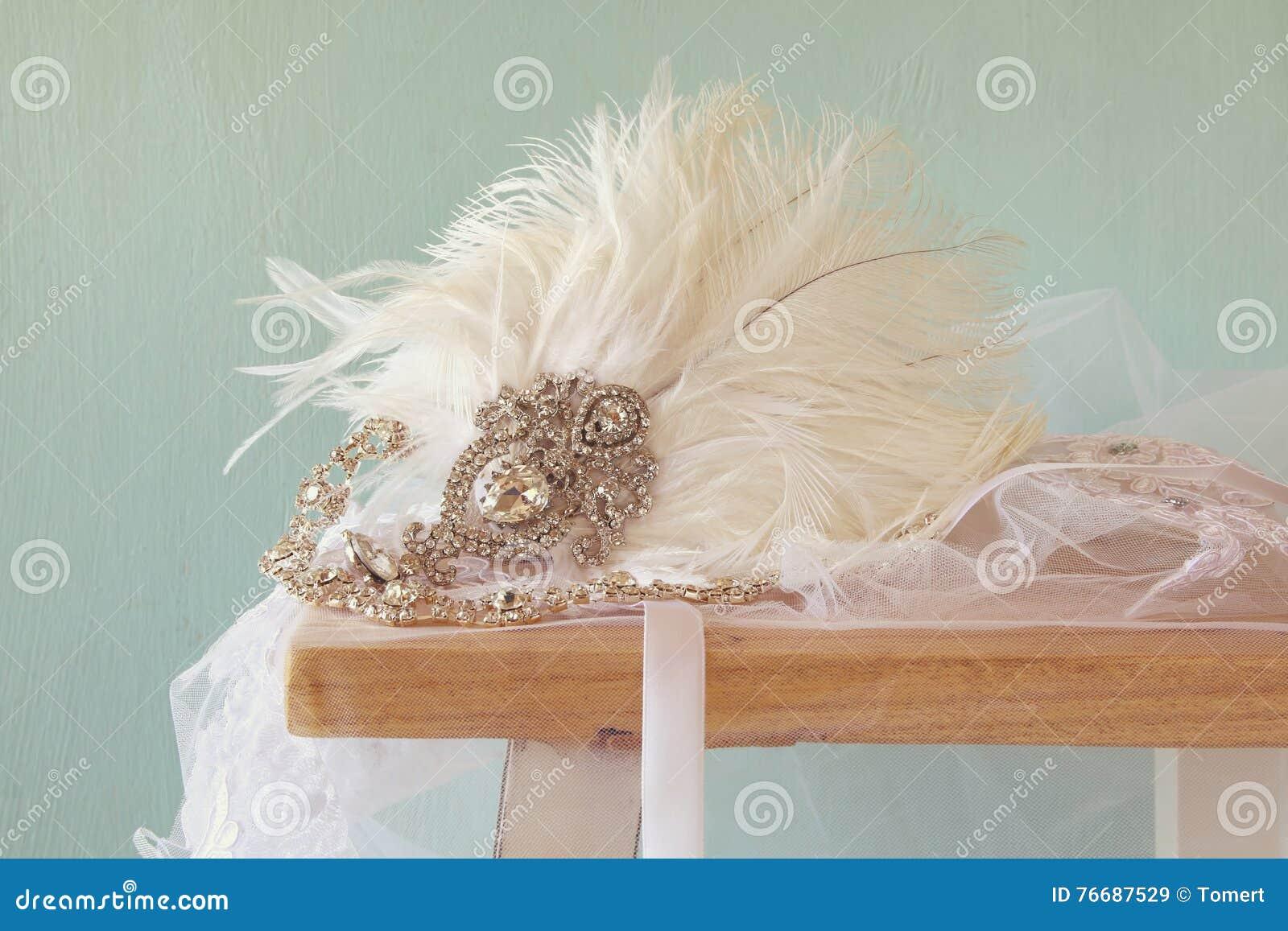 decoracin de la cabeza del diamante del estilo de gatsby con las plumas