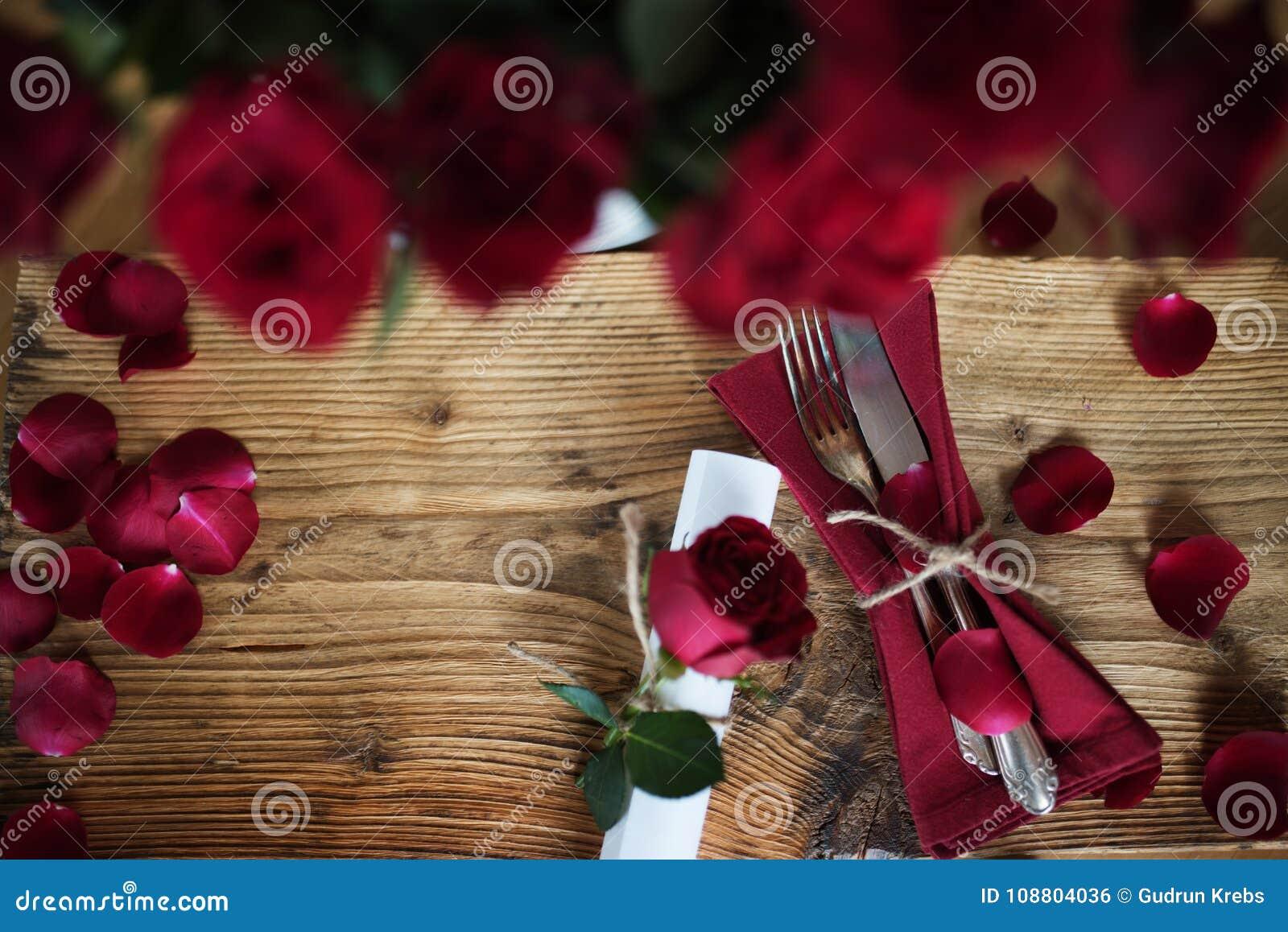 Decoracion De La Tabla Para Una Cena Romantica Foto De Archivo - Cena-romantica-decoracion