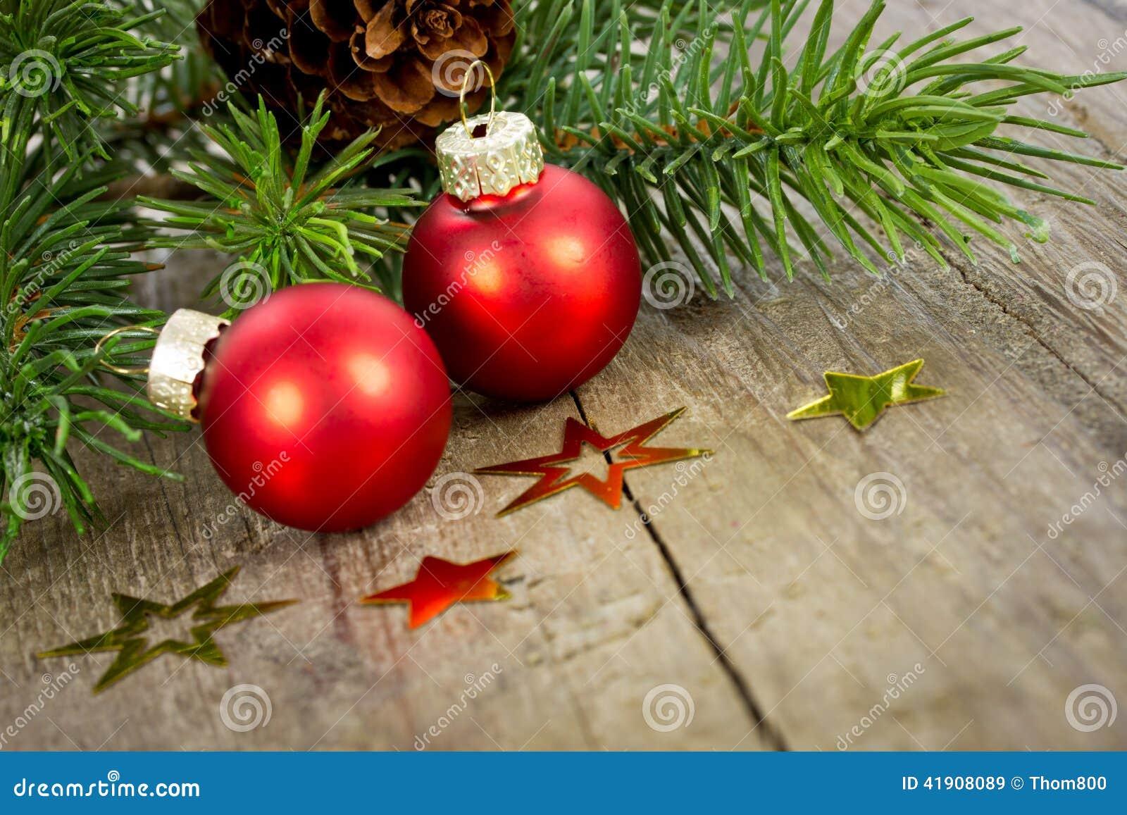 Decoración de Navidad con las bolas rojas