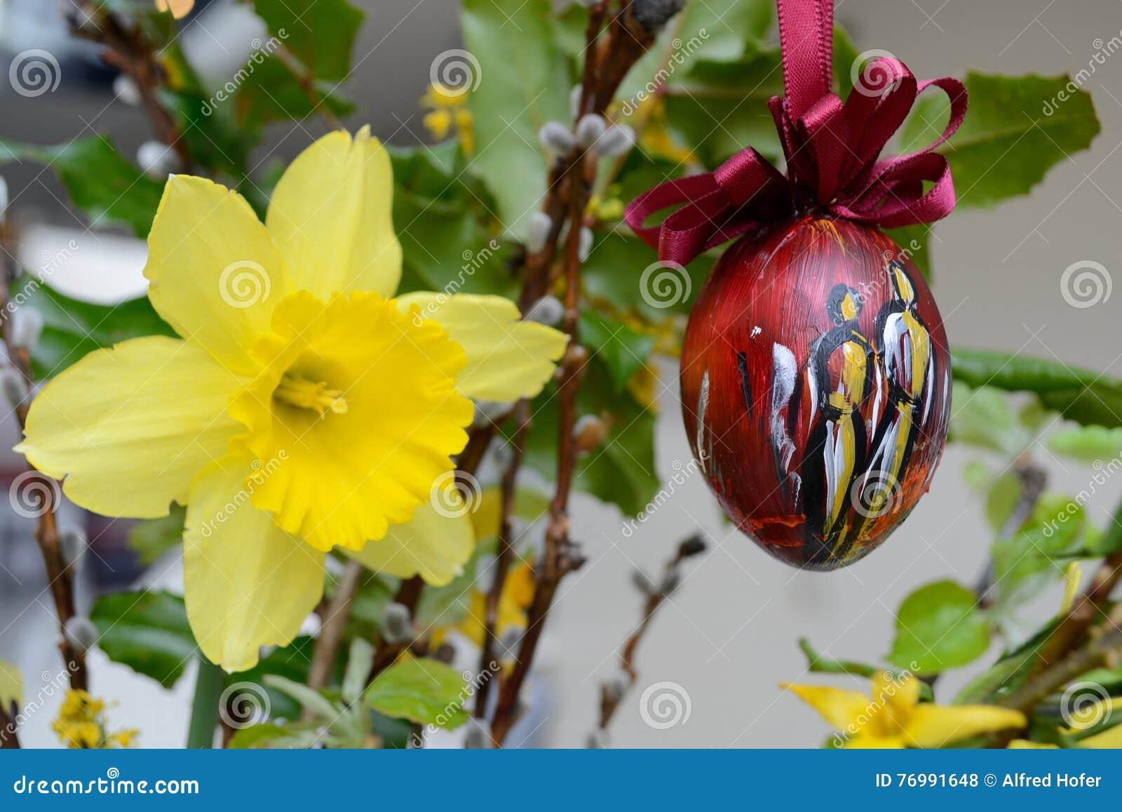 Decoración de Pascua - flores vernales